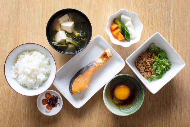 典型的な和食の朝食、昼食 - 和食 ストックフォトと画像