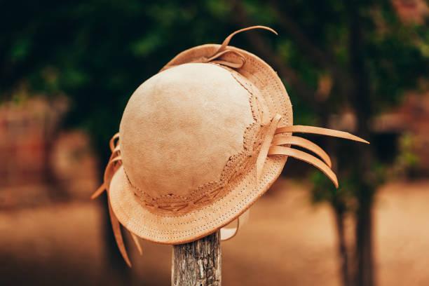 chapéu de couro típico usado por cowboys no nordeste do brasil - nordeste - fotografias e filmes do acervo