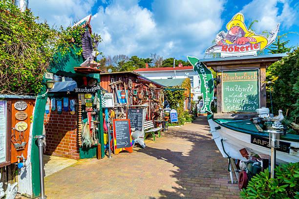typische lokale fischrestaurant in zempin rants - usedom stock-fotos und bilder