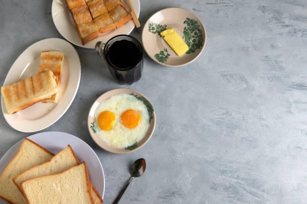 culinária típica do café da manhã malaio nanyang com espaço de cópia - foto de acervo