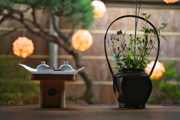 日本の満月の儀式を見る典型的な装飾品と装飾 - 十五夜 ストックフォトと画像