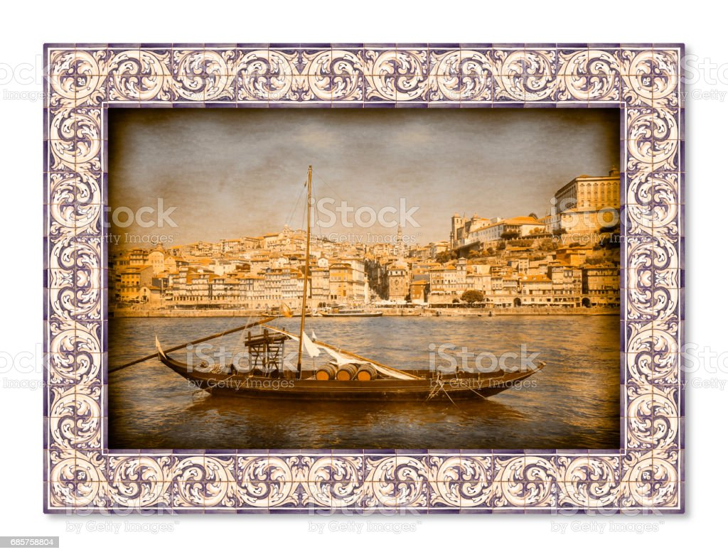 Typical portuguese boats, used in the past to transport the famous port wine, with azulejos frame photo libre de droits