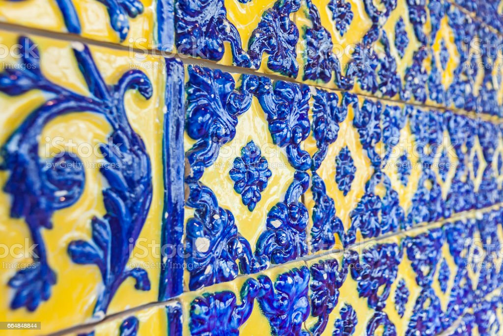 Typical Portuguese old ceramic wall tiles (Azulejos) - foto de acervo