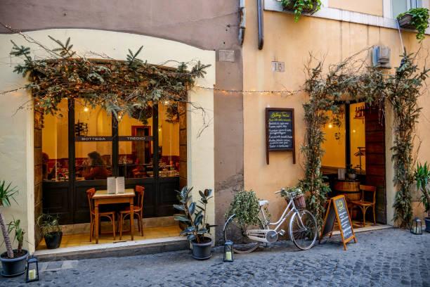 Un restaurant typique de cuisine romaine et juive dans le ghetto de Rome - Photo