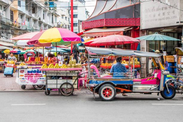 Typische Szene auf Yaowarat Road – Foto
