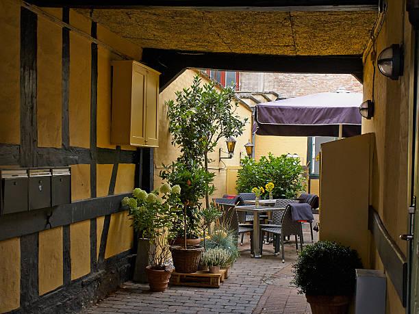 typische side street cafe, coffee shop kopenhagen. tm - hotels in kopenhagen stock-fotos und bilder