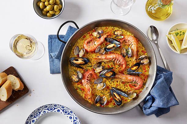 typical spanish seafood paella - paella stockfoto's en -beelden
