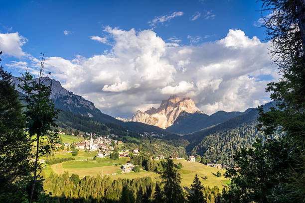 Typical summer scene in Italian Dolomites. – Foto