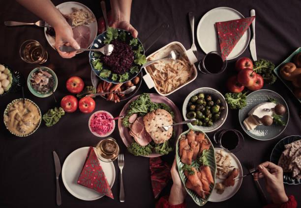 Typisch schwedische skandinavische Weihnachten Smörgåsbord Essen – Foto