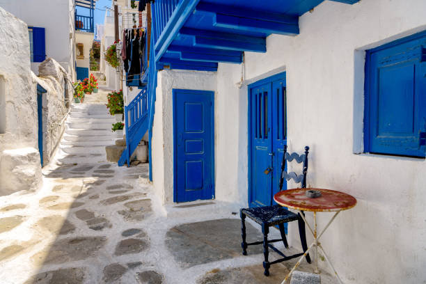 Typical view of Mykonos island alley - foto stock