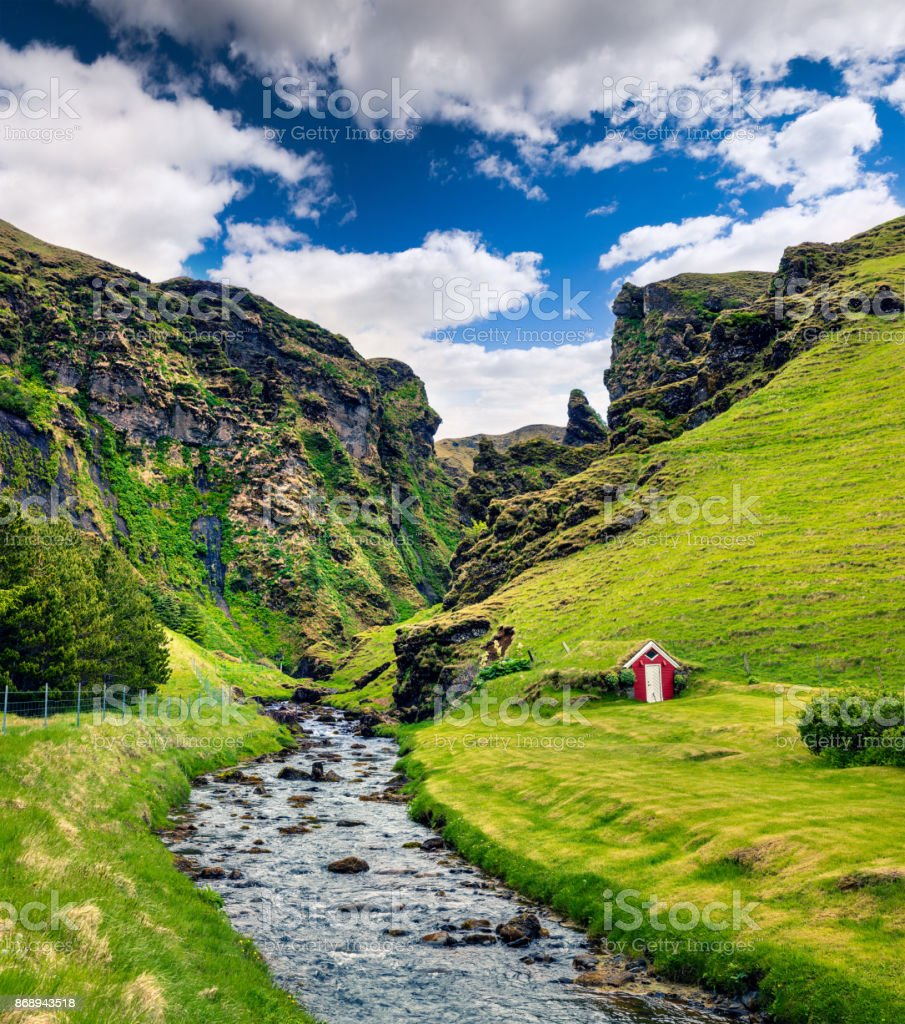 Typische Vulkan isländischen Landschaft in den Bergen. – Foto