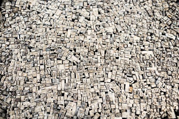 lettres de typographie - plomb en métal photos et images de collection