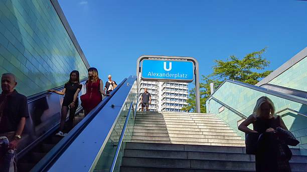 u-bahn station berlin alexanderplatz - u bahn stock-fotos und bilder