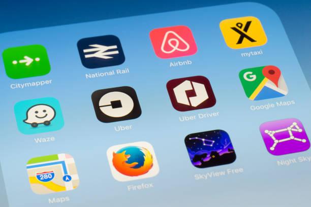 Uber, Uber en coche y otros viajan Apps en pantalla del iPad - foto de stock