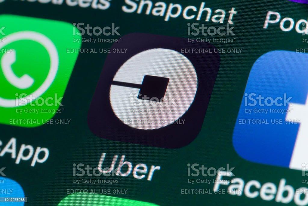 Uber, Whatsapp, Facebook und andere Apps auf dem iPhone-Bildschirm - Lizenzfrei Apple Computer Stock-Foto