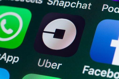 Uber Whatsapp Facebook Und Andere Apps Auf Dem Iphonebildschirm Stockfoto und mehr Bilder von Apple Computer