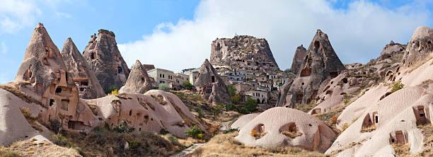 uchisar castle and unique geological formations in cappadocia, t - aardpiramide stockfoto's en -beelden