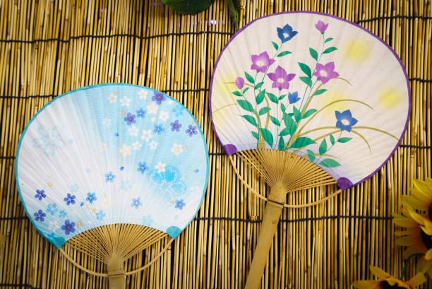 """""""uchiwa"""" eine japanische runde (fächer). - japanischer fächer stock-fotos und bilder"""