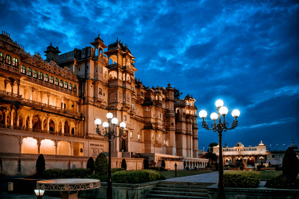 Udaipur City Palace at the Evening Night shot at this majestic building in Udaipur, India lake pichola stock pictures, royalty-free photos & images