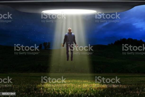 Ufo alien abduction picture id935301944?b=1&k=6&m=935301944&s=612x612&h=rlp8rpwvyw8la1rnpdrbiimdaqaldnykzsdfeqroxu4=