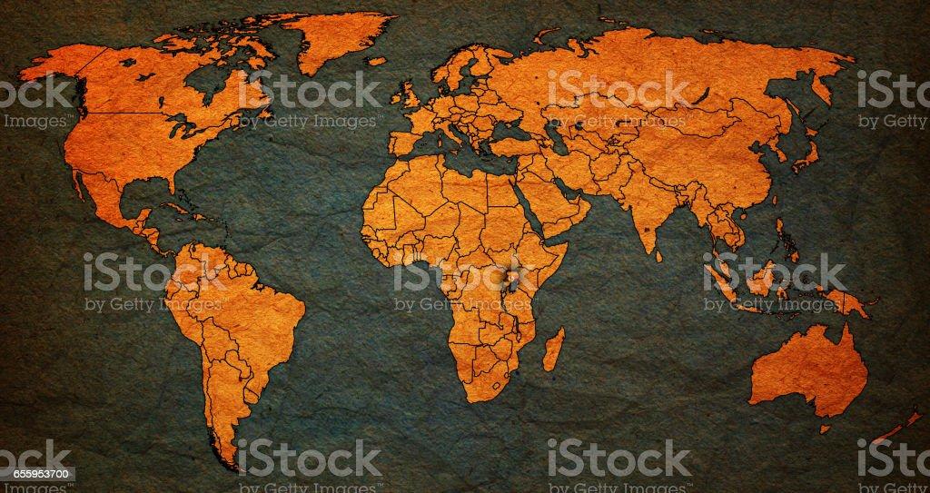 Uganda Flag On Old Vintage World Map Stockfoto und mehr Bilder von ...