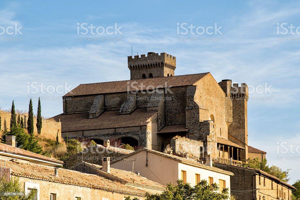 Ujue medieval village in navarra - foto de stock
