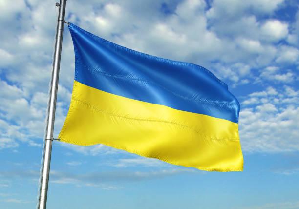 ウクライナの国旗振って曇り空の背景 ストックフォト