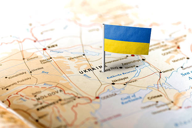 ukraine pinned on the map with flag - ucrania fotografías e imágenes de stock