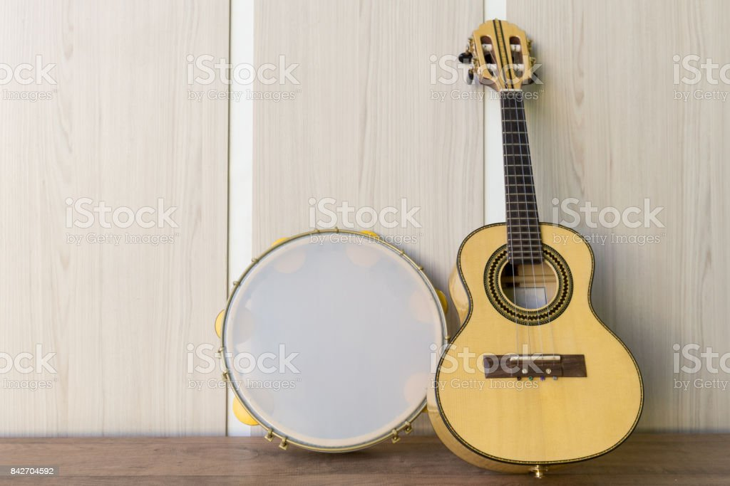 Instrumentos cavaquinho e pandeiro stock photo