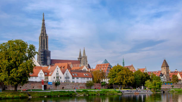 Ulm (Baden-Württemberg, Germany) Ulm seen from the Danube riverbank. The city, located in the federal state of Baden-Württemberg, is rich in beautiful historic buildings from the late Middle Ages / renaissance. People on riverbank. ulm minster stock pictures, royalty-free photos & images