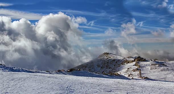 uludağ 번자체 스키복 chalet - 볼루 뉴스 사진 이미지