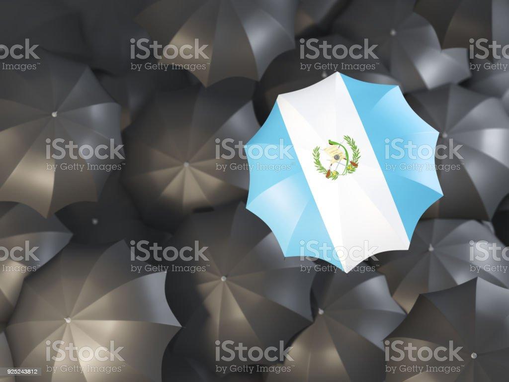 Sombrilla con bandera de guatemala - foto de stock