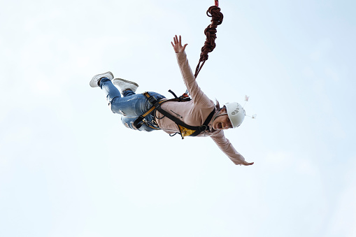 umping with a rope.Flight down on the rope.Engage in ropejumping.Dangerous hobbies
