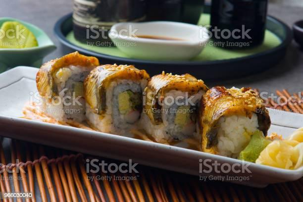 Unagi Maki Grilled Japanese Freswater Eel Roll Sushi - Fotografias de stock e mais imagens de Alga marinha