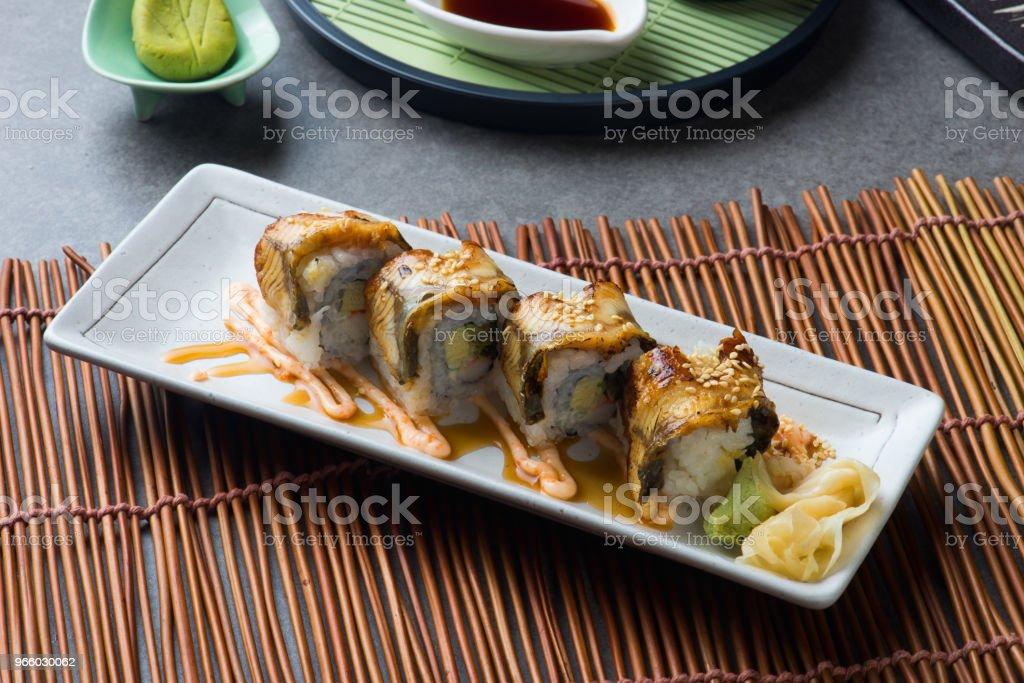 unagi maki grillad japanska freswater ål rulla sushi - Royaltyfri Aperitif - Måltid Bildbanksbilder