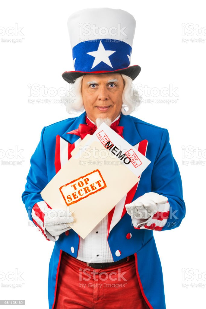 Uncle Sam revealing a Top Secret Memo from a file folder with hand out foto stock royalty-free