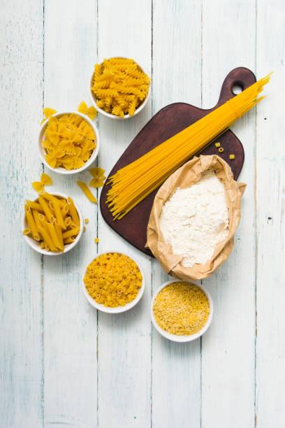 Ungekochte Pasta-Variation – Foto