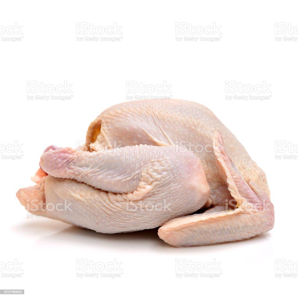 Beyaz bir arka plan üzerinde pişmemiş bütün tavuk royalty-free stock photo