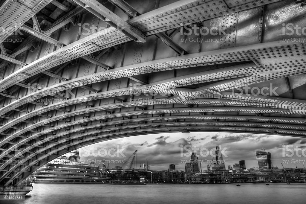 Under Blackfrairs Bridge Lizenzfreies stock-foto