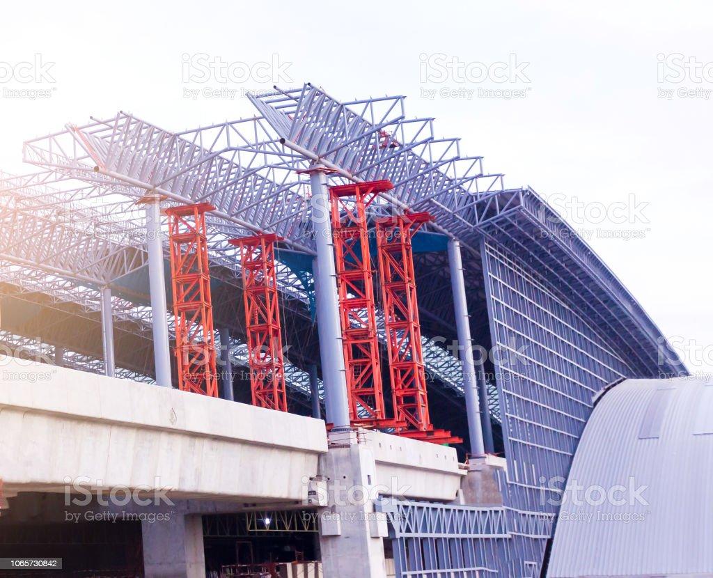 En Construcción De Edificios De Estructura Metálica De Acero