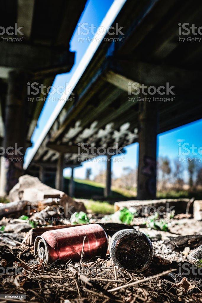 Sous les ponts, les rebuts - Photo