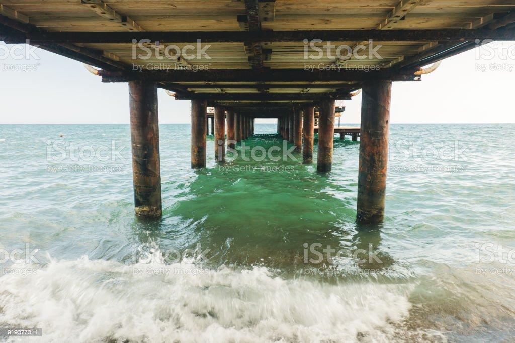 İskele altında stok fotoğrafı
