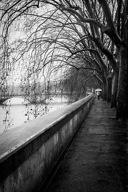 Sotto la pioggia - foto stock
