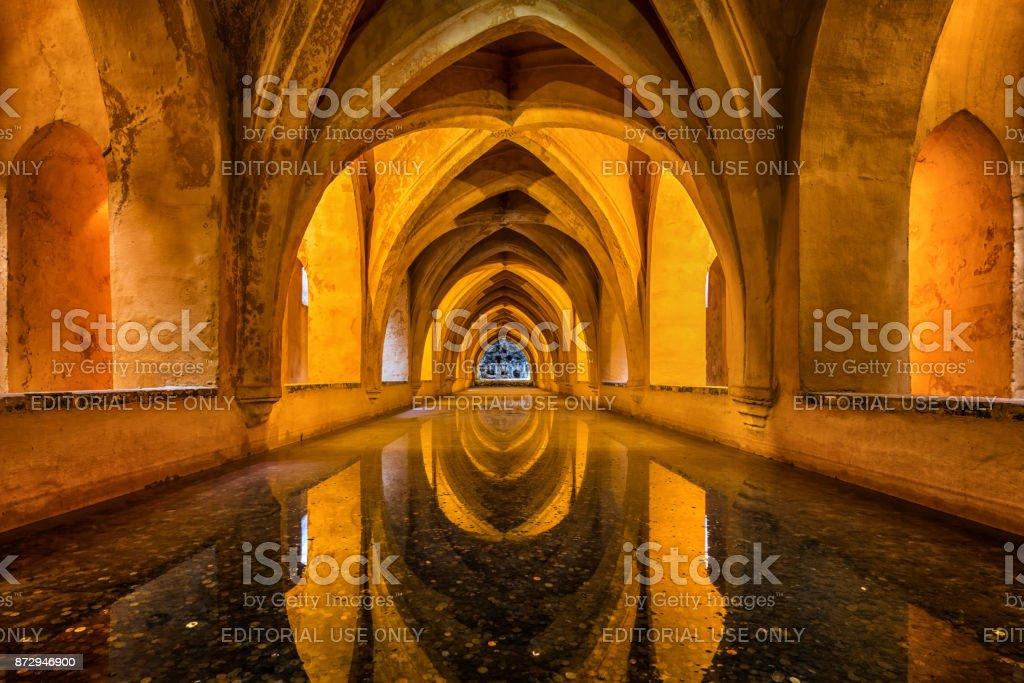 Baños subterráneos en el Real Alcázar de Sevilla, España - foto de stock