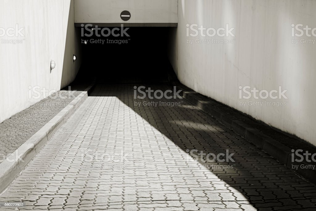 Estacionamento subterrâneo - foto de acervo