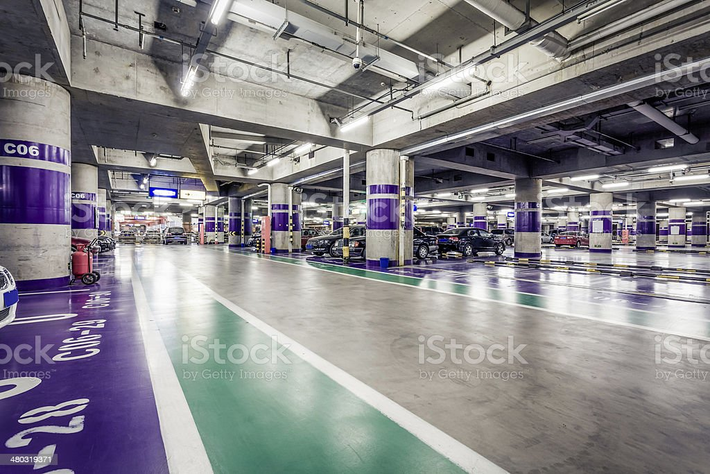 Tiefgarage Supermarktgang – Foto