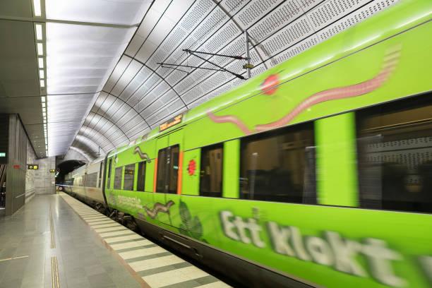 underjordiska plattform på station triangeln i malmö - tunnel trafik sverige bildbanksfoton och bilder