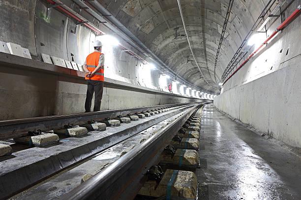 u-bahn tunnel - tunnel stock-fotos und bilder