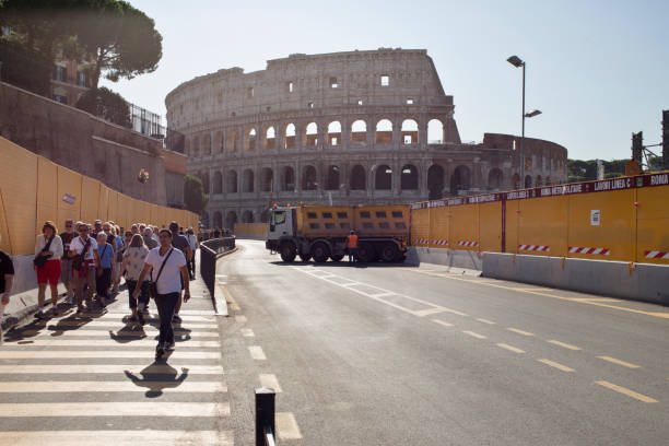 underground work site in front of colosseo - roma foto e immagini stock