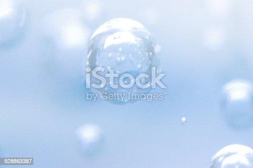 962817120 istock photo underwater bubbles 528863387